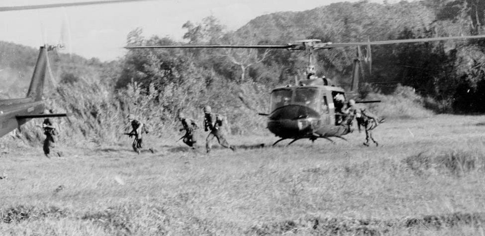 Ia_Drang_Infantry_disembarking_from_Helicopter